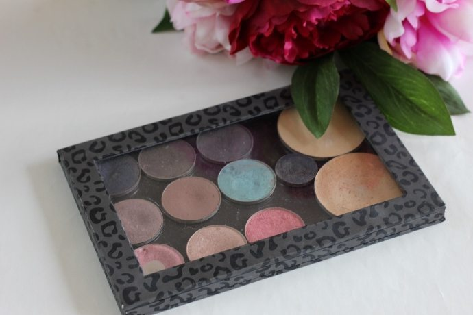 Travel makeup palette from Inside Out Style