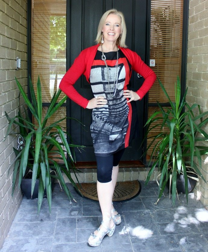 Long sleeve red shrug with a tunic - how to wear shrugs