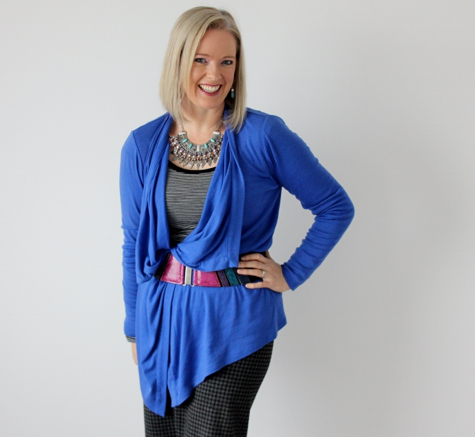 The hem of the waterfall cardigan creates a diagonl, as does the V created by the way I've belted it