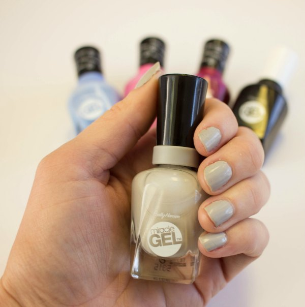 Review - Sally Hansen Miracle gel Polish