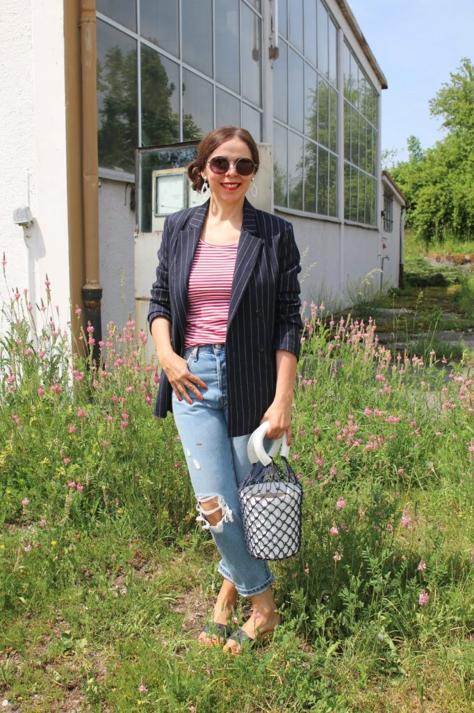 Dressing with Soul: Stylish Thoughts - jeans and a bucket bag