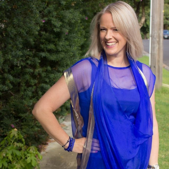 What to wear in hot and humid weather - lightweight natural fibres like Silk