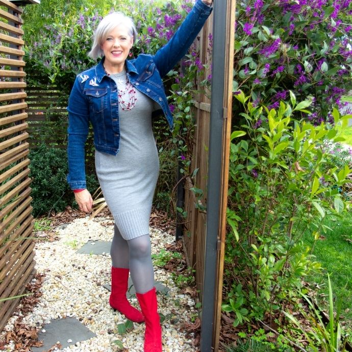 What colour tights to wear in winter - Grey tights blend well with grey clothing